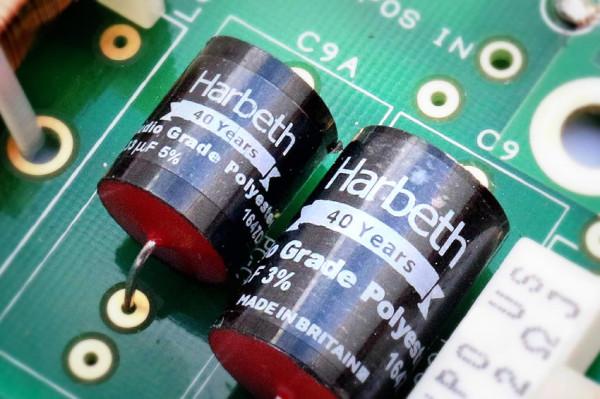 HARBETH Monitor 40.2 40th Anniversary Edition capacitors